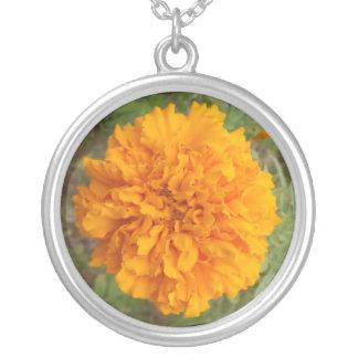 オレンジカーネーションのネックレス シルバープレートネックレス
