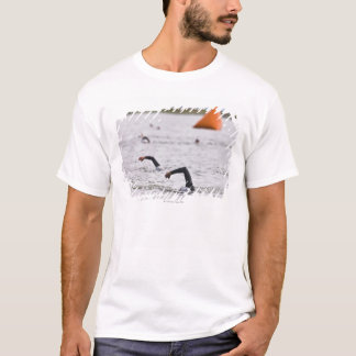 オレンジコースのマーカーのブイ Tシャツ