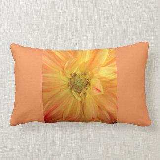 オレンジダリアの枕 ランバークッション