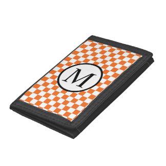 オレンジチェッカーボードが付いているシンプルなモノグラム ナイロン三つ折りウォレット