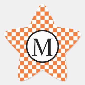 オレンジチェッカーボードが付いているシンプルなモノグラム 星シール