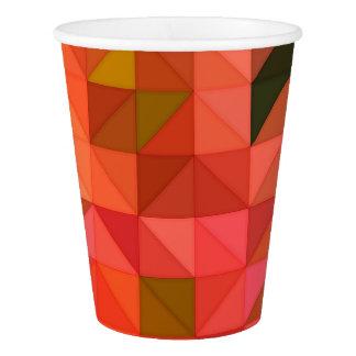 オレンジピンクおよび緑の三角形の幾何学的設計 紙コップ