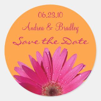 オレンジピンクのガーベラのデイジーの保存日付のステッカー ラウンドシール