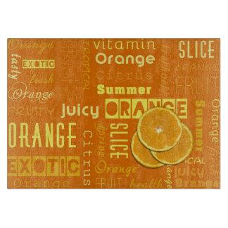 オレンジフルーツはタイプエラー-まな板--をスライスします カッティングボード