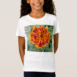 オレンジマリーゴールドの花 Tシャツ