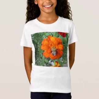 オレンジマリーゴールドの蜂の花 Tシャツ