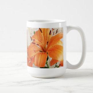 オレンジユリ: 花: コーヒーマグカップ
