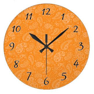 オレンジレトロの花のペイズリー ラージ壁時計