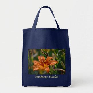 オレンジワスレグサ及び雨滴の園芸ギアのトート トートバッグ