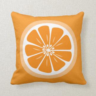 オレンジ切れの夏のおもしろいの装飾用クッション クッション