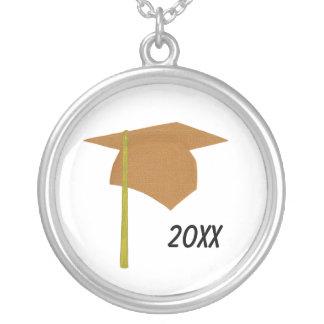 オレンジ卒業の帽子の黄色のふさ、ネックレス シルバープレートネックレス