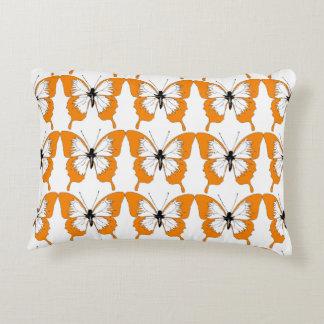 オレンジ及び白い蝶枕 アクセントクッション