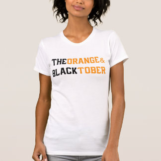 オレンジ及びBlacktoberの女性のTシャツ Tシャツ