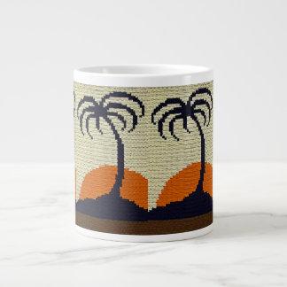 オレンジ日没のかぎ針編みが付いている熱帯ヤシの木 ジャンボコーヒーマグカップ