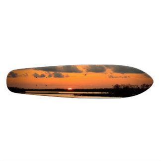 オレンジ日没のスケートボードの先の尖ったヴィンテージCali スケートボード