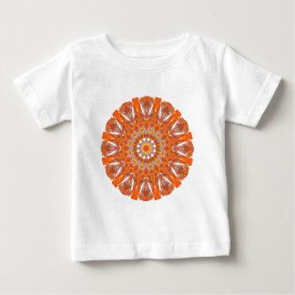 オレンジ水晶車輪の曼荼羅、抽象的な炎 ベビーTシャツ