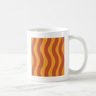 オレンジ波は縞で飾ります コーヒーマグカップ