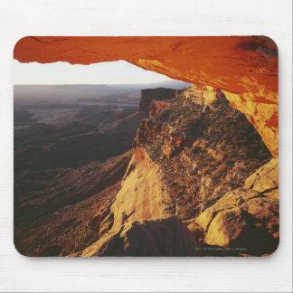 オレンジ石のOverhand及び岩が多い渓谷 マウスパッド