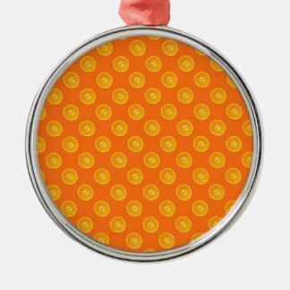オレンジ背景を持つオレンジ メタルオーナメント