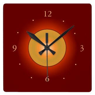 オレンジ色の輝きのCentre>Wallの時計とのBurgandy スクエア壁時計