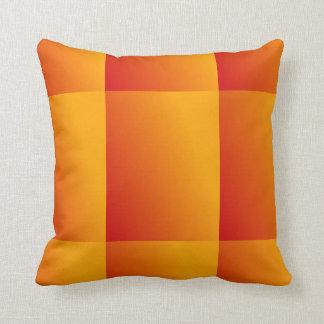 オレンジ黄色および赤の勾配パターン枕 クッション