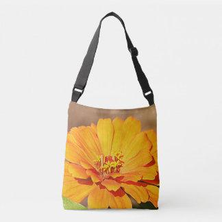 オレンジ《植物》百日草の花 クロスボディバッグ