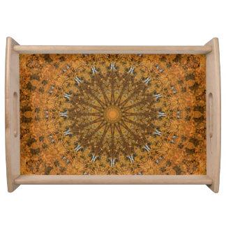 オレンジ、金ゴールドおよびブラウンの曼荼羅の万華鏡のように千変万化するパターン トレー