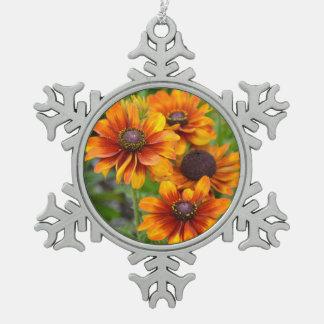オレンジechinaceaの花 スノーフレークピューターオーナメント