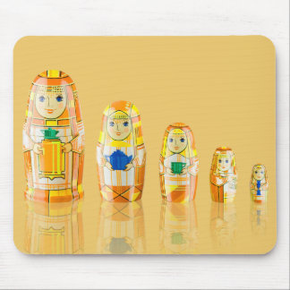 オレンジMatryoshkaのロシアのな人形のマウスパッド マウスパッド