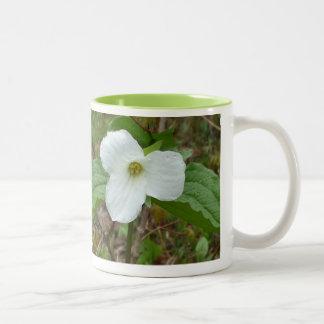 オンタリオのエンレイソウ紋章 ツートーンマグカップ