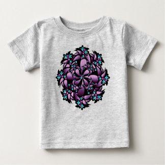 オーガニックなベビーの用品類、かわいい花、紫色の青い青緑色 ベビーTシャツ