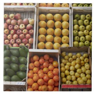 オーガニックな囲まれたフルーツの選択 タイル