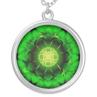 オーガニックな緑の曼荼羅 シルバープレートネックレス