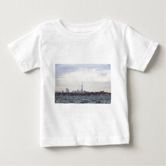 オークランドのスカイライン ベビーTシャツ