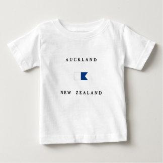 オークランドニュージーランドのアルファ飛び込みの旗 ベビーTシャツ