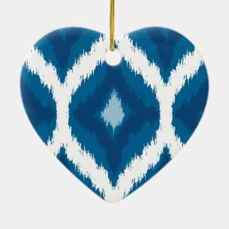 オーシャンブルーのイカットのモダンな民族の幾何学的なプリント セラミックオーナメント