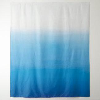オーシャンブルーの水彩画のパステル調のグラデーションなミニマリズム タペストリー