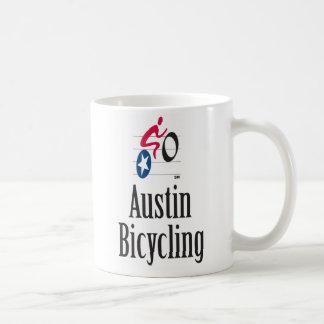 オースティンの自転車に乗るマグ コーヒーマグカップ