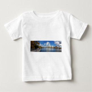 オースティンテキサス州の遊歩道- ladybird湖-スカイライン ベビーTシャツ