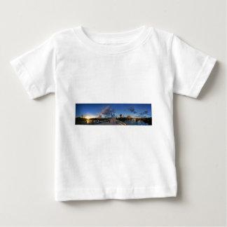 オースティン、テキサス州のladybird湖の日没 ベビーTシャツ