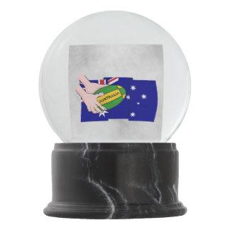 オーストラリアの旗のラグビーのボールの漫画手 スノーグローブ