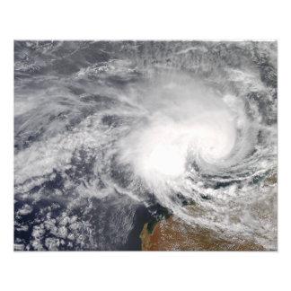 オーストラリアの沖の熱帯低気圧ニコラス フォトプリント