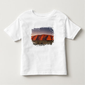 オーストラリアのUluruの国立公園。 Uluruまたは トドラーTシャツ
