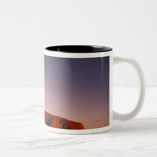 オーストラリアのUluru Kata Tjutaの国立公園、Uluru 2 ツートーンマグカップ