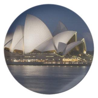 オーストラリア、シドニー。 夜のオペラハウス プレート