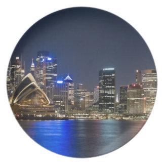 オーストラリア、シドニー。 見られるオペラハウスとのスカイライン プレート