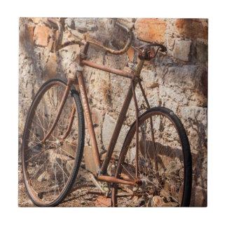 オーストラリア、ドクレアの谷、Sevenhillの古い自転車 タイル