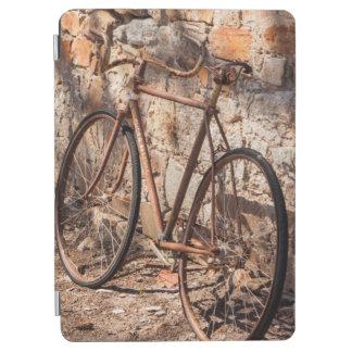 オーストラリア、ドクレアの谷、Sevenhillの古い自転車 iPad Air カバー