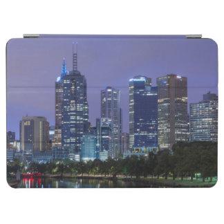 オーストラリア、ビクトリア、メルボルンのスカイライン iPad AIR カバー