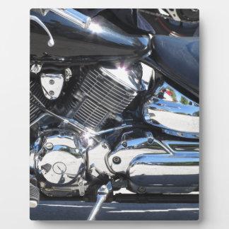 オートバイによってクロム染料で染められるエンジンのクローズアップの詳細の側面図 フォトプラーク